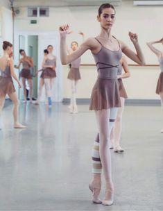 Ballet Wear, Ballet Class, Ballet Body, Dancers Body, Ballet Dancers, Vaganova Ballet Academy, Ballet Pictures, Paris Opera Ballet, Ballerina Project