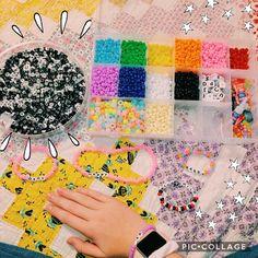Christmas Aesthetic - My type of jeweling - DIY - Bracelets Bracelets Diy, Pony Bead Bracelets, Homemade Bracelets, Kandi Bracelets, Summer Bracelets, Pony Beads, Friendship Bracelets, Colorful Bracelets, Cute Jewelry