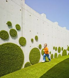 50 Green wall Design Inspiration is a part of our collection for design inspiration series.Green wall Design Inspiration is an inspirational series Green Architecture, Landscape Architecture, Landscape Design, School Architecture, Graffiti En Mousse, Vegetal Concept, Garden Art, Garden Design, Fake Turf