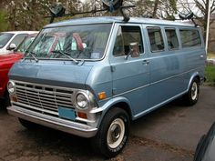 Full Size Vans - Any Econoline folks here? - Looking to see if there are any of you that have Econolines? Classic Ford Trucks, Old Classic Cars, Stop Light, Custom Vans, Vintage Trucks, Custom Trucks, Campervan, Muscle Cars, Dream Cars