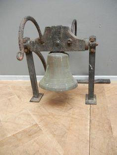Ancienne cloche  de communauté ou d 'École pour jardin