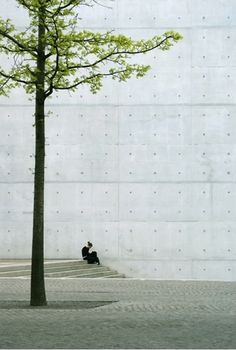 Photo by Jurgen Burgin: Berlin, the tree and the girl.