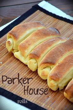 Bułeczki maślane z hotelu Parker House w Bostonie Bread Bun, Bread Rolls, Parker House Rolls, Dinner Rolls, No Bake Cake, Hot Dog Buns, Food And Drink, Baking, Recipes