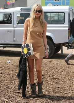 Laura Whitmore was feeling the festival spirit in a suede mini dress, studded boots and a statement flower power shoulder bag at 2015 Arty Fashion, Uk Fashion, Couture Fashion, Fashion Outfits, Festival Mode, Festival Fashion, Festival Style, Glastonbury Music Festival, Glastonbury 2015