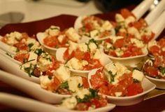 Eenvoudig Lepelhapje met feta en tomaat.