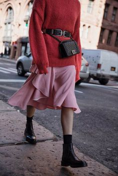 10 Sweaters to Add to Your Winter Wardrobe Knit Sweater / Fall Street style fashion / Fashion Mode, Look Fashion, Urban Fashion, Winter Fashion, Womens Fashion, Fashion Trends, Fashion Stores, Fashion 2017, Looks Street Style
