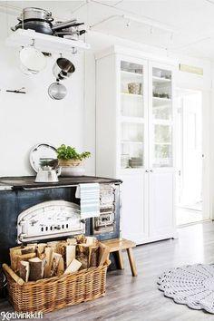 Like a modern farmhouse kitchen Kitchen Interior, Kitchen Decor, Swedish Cottage, Inside A House, Modern Farmhouse Kitchens, White Decor, Decorating Your Home, Sweet Home, Room Decor