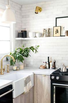 Interior Design Kitchen White Texture Subway Brick Kitchen / - See how we made this small kitchen feel spacious! Sage Kitchen, New Kitchen, Kitchen Dining, Kitchen Cabinets, Kitchen Ideas, Natural Kitchen, Kitchen White, Wood Cabinets, Kitchen Corner