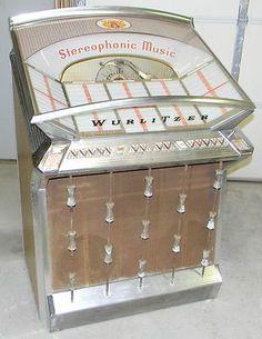Wurlitzer 2500 Jukebox 200 Selection Stepper Amp no back door Chicagoland Show Rockabilly Outfits, Rockabilly Clothing, Music Machine, Slot Machine, Jukebox, Vintage Music, Vintage Box, Antique Record Player, Radio Antigua
