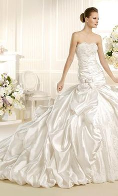 La Sposa SAGUNTO: buy this dress for a fraction of the salon price on PreOwnedWeddingDresses.com