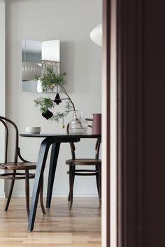 En drøm av en gang - Lady Inspirasjonsblogg Wishbone Chair, Dining Bench, Interior, Wall, Furniture, Home Decor, Lily, Interieur, Table Bench