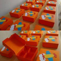 Caixa para 4 doces decorada! #mundodobita #brinquedos #aviao #moldandoafetofestas #festainfantilrecife #festainfantil #infantilrecife #decoracaobita #decoracaobrinquedos #festamundodobita #festasbrinquedos