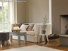 Neutral sitting room scheme, image from Mi Casa Ambiente tonos marrones Jotum Colorful Interior Design, Contemporary Interior, Home Interior Design, Small Living, Home And Living, Living Spaces, Living Room, Beige Wall Paints, Jotun Lady