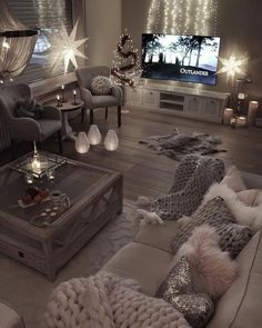 Getting that right look and feel for your casual living room can sometimes take more work than you'd think, unless you know where to look for your inspiration. To help you get that simple living room that you've always dreamed of, we've put together a series of design options that will help you make sure #cozy #livingroom #apartment #rustic