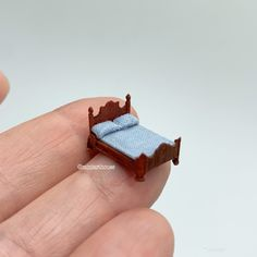 Diy Dollhouse, Dollhouse Miniatures, Mini Things, Mini Paintings, Miniature Furniture, How To Make Bed, Made Of Wood, 3d Printing, Scale