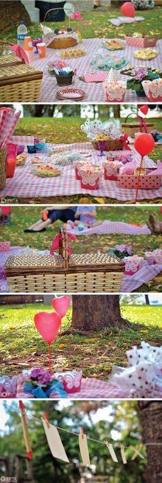 Picnic - o Picnic Theme, Picnic Birthday, 3rd Birthday Parties, Picnic Decorations, Pig Party, Camping Parties, Party Planning, First Birthdays, Party Time