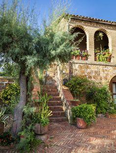 Typisch für Mallorca: erdfarbene Bruchsteinhäuser (Foto: iStock/Shalith)