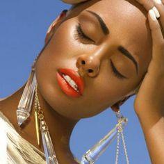 Tour d'horizon des inspirations maquillages solaires, adaptés aux peaux noires et métissées, repérées sur Pinterest.