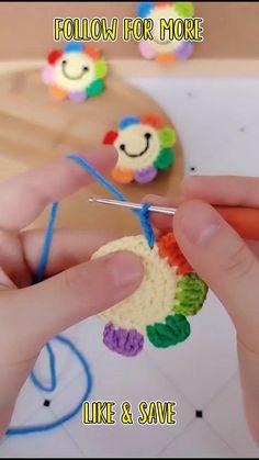 Crochet Doll Tutorial, Crochet Keychain Pattern, Crochet Bag Tutorials, Easy Crochet Stitches, Crochet Stitches For Beginners, Crochet Flower Patterns, Crochet Videos, Crochet Motif, Crochet Designs