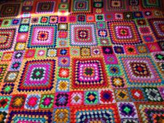 love this! as i got bored doing one size granny squares i think this will be the style of my blanket :) New Vintage Huge Handmade Retro Crocheted Granny Square Blanket Throw | eBay