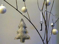 KUUNSÄTEESSÄ: Joulupuiden koristelua