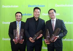 Singapore Airlines triumphed at DestinAsian 2017 Readers Choice Awards event yesterday taking home five awards for Best Airline Best First and Business Class Best Economy Class Best Frequent Flier Program and Best In-flight Entertainment. Congratulations @SingaporeAir for this impressive achievement! Pictured here: our publisher @ronaldliem with SIA's Senior Manager of Marketing and Communication Benjamin Chan and Phillip Goh the airline's Regional Vice President for Southeast Asia…
