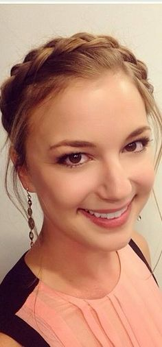 Secrets to Getting This Gorgeously Natural Makeup Seen on Emily VanCamp Emily Thorne, Sharon Carter, Emily Kinney, Emily Vancamp, The Beauty Department, Marvel Women, Glamour, Celebrity Makeup, Pretty Woman