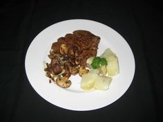 My Food, Garden, Golf etc.: Biftek with Mushrooms, Onions and Potatoes Minute Steaks, Czech Food, Czech Recipes, Onions, I Foods, Waffles, Fries, Stuffed Mushrooms, Potatoes