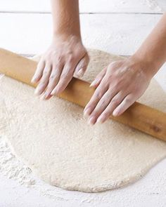 How to make pizza dough How To Make Pizza, Appetisers, Pizza Dough, Pastries, Tapas, Dinner Ideas, Breads, Good Food, Drinks