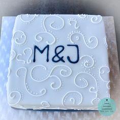 motivtorte zum geburtstag r schen r schchen torte cake lila wei fondant masche. Black Bedroom Furniture Sets. Home Design Ideas