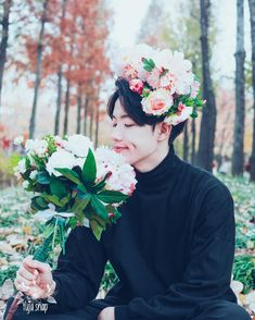 This photo is AMAZING!  SMILING AND FLOWERS! PERFECT!   { #Saebom #Maxxam #Kpop } ©Instagram @saebomoh