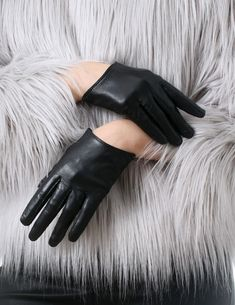 $30 Genuine Sheepskin Leather Fashion Runway Celebrity Model Celebrity Wrist Gloves material: genuine lamb leather 1 pair set: left and right gloves