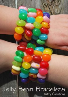 Fun kids craft with jelly beans! Artzycreations has created a fun craft to do with the kids using jelly beans and some jewelry stretch cord. If you are working with younger children, then I would h… Easy Meals For Kids, Kids Meals, Jelly Beans, Holiday Fun, Holiday Crafts, Easter Crafts For Kids, Easter Decor, Bunny Crafts, Easter Centerpiece