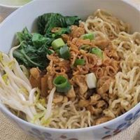 Resep Mie Ayam Bangka Asli Spesial Enak | Resep Cara Membuat Masakan Enak Komplit Sederhana Asian Recipes, New Recipes, Cooking Recipes, Favorite Recipes, Ethnic Recipes, Rice Pasta, Indonesian Cuisine, Singapore Food, Korean Food
