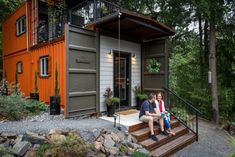 This Couple Built Amazing Shipping Container Home For Debt-Free Living Work Shop Building, Building A House, Usa Living, Shipping Container Homes, Shipping Containers, Debt Free Living, Building A Container Home, Tiny House Movement, Dream House Exterior