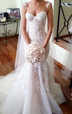 Gorgeous lace & tulle mermaid wedding dress