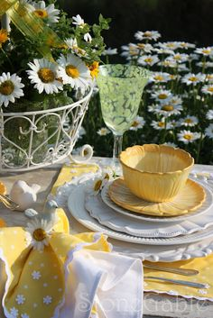 Yellow Table Settings with Daisies...So Pretty!
