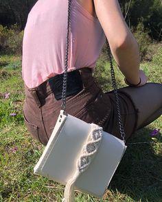 vanity miny ivory bag Animation Types, Bago, Leather Interior, Italian Leather, Mini Bag, Calf Leather, 9 Video, Calves, Aspect Ratio