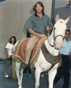 Kevin Sorbo on horse photo - Kull the Conqueror Kevin Sorbo, Hercules, Celebrity Photos, Worlds Largest, Horses, Retro, Celebrities, Painting, Animals