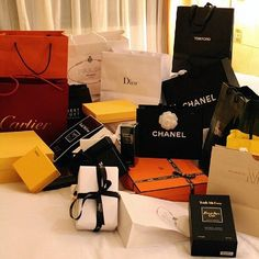 Super gifts for him luxury lifestyle Ideas Luxury Girl, Luxury Shop, Luxury Bags, Boujee Lifestyle, Luxury Lifestyle Fashion, Birthday Goals, Billionaire Lifestyle, Shop Till You Drop, Luxe Life