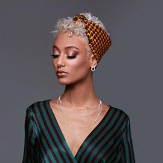 Bandanas are perfect for queens no matter how long or short their hair 😉 - Hair Care Bandana Hairstyles Short, Pixie Hairstyles, Scarf Hairstyles, Gossip Girl Serie, Curly Hair Styles, Natural Hair Styles, Hair Wrap Scarf, 3c Hair, Hair Secrets