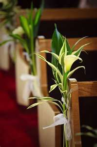Image detail for -Calla Lily Pew Markers :: Sam Ng Photography } - i really like it with the leaves Church Wedding Flowers, Wedding Pews, Wedding Reception, Church Pew Decorations, Wedding Table Decorations, Art Deco Wedding, Floral Wedding, Calla Lillies Wedding, Vintage Winter Weddings