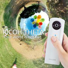 1回のシャッターで、あなたを取り囲む全ての景色を簡単に撮影することができます。RICOH THETAで、今までにない新しい映像体験をお楽しみください。