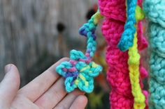 Háčkovaná chobotnička - návod - MoVe materiál Masky, Friendship Bracelets, Crochet Necklace, Jewelry, Jewlery, Jewerly, Schmuck, Jewels, Jewelery