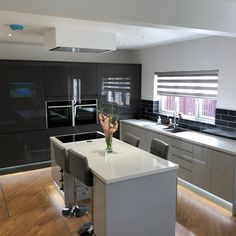 Find kitchens, joinery & hardware at Howdens. Small Open Plan Kitchens, Open Plan Kitchen Diner, Grand Kitchen, Open Plan Kitchen Living Room, New Kitchen, Kitchen Interior, Kitchen Ideas, Kitchen Decor, Free Kitchen Design