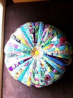 circular floor cushion DIY 7