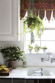 macrame hanging plant holder - CLICK PIN for More Kitchen Window Treatment Ideas. Kitchen Decor, Kitchen Design, Kitchen Plants, Kitchen Tiles, Kitchen Sink Window, Eclectic Kitchen, Kitchen Wood, Diy Kitchen, Kitchen Island