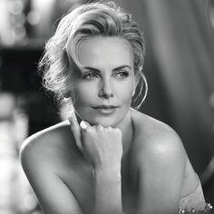 L-interview-bonne-humeur-de-Charlize-Theron-pour-J-adore-de-Dior.jpg 1,024×1,024 pixels