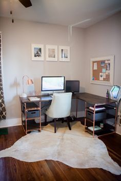 DIY Office computer desk by Amanda May Photos Wooden Pallet Furniture, Pipe Furniture, Home Office Furniture, Home Office Decor, Diy Home Decor, Copper Furniture, Furniture Online, Furniture Ideas, Bureau Design