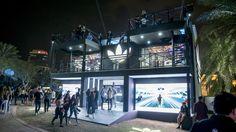"""LE CONCEPT Pour le Sole DBX, la foire annuelle du streetwear à Dubaï, Adidas a conçu un gigantesque flagship-store sur trois étages. Cette """"Adidas House"""" a"""